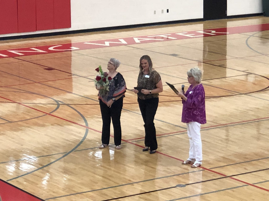Betty Hanes getting award