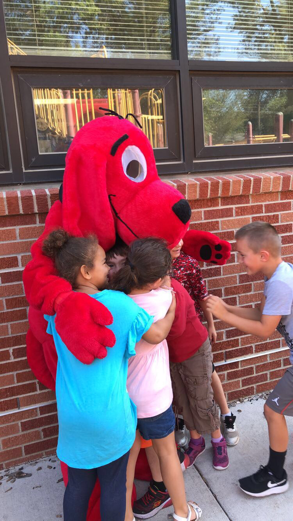 WW students love Clifford even more!